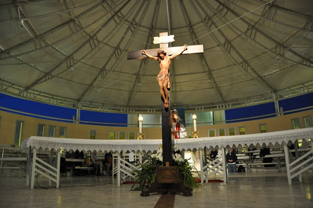 Resultado de imagen de medjugorje adoracion de la cruz fotografias
