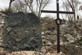 Via Crucis Medjugorje Jesús es colocado en el sepulcro