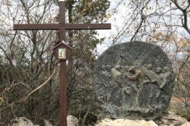 Via Crucis Medjugorje Jesus carga con la cruz