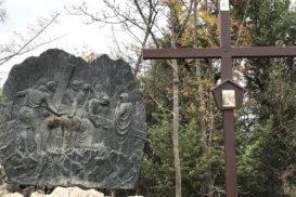 Via Crucis Medjugorje Jesus cae por primera vez
