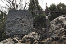 Via Crucis Medjugorje Jesús cae por segunda vez