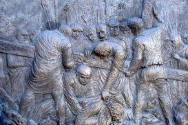 Via Crucis Medjugorje: Jesus cae por tercera vez