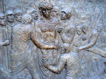 Via Crucis Medjugorje: Jesús es despojado de sus ropas